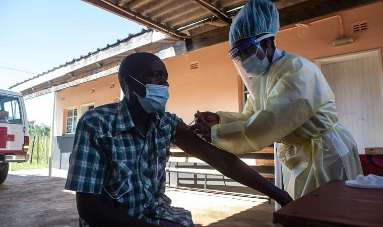 Zimbabwe vaccinates a record 96 830 in one day