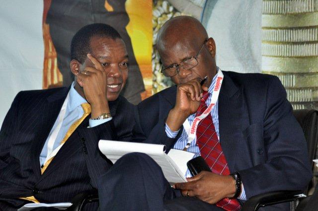 RBZ-Governor-Dr-John-Mangudya-talks-to-Finance-Minister-Patrick-Chinamasa